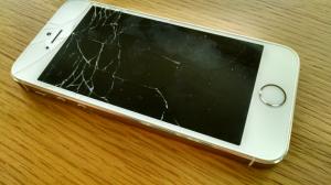 Troca de tela quebrada do iphone